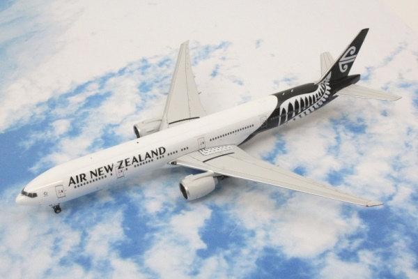 中古 フェニックス B777-300ER ニュージーランド航空 ZK-OKR